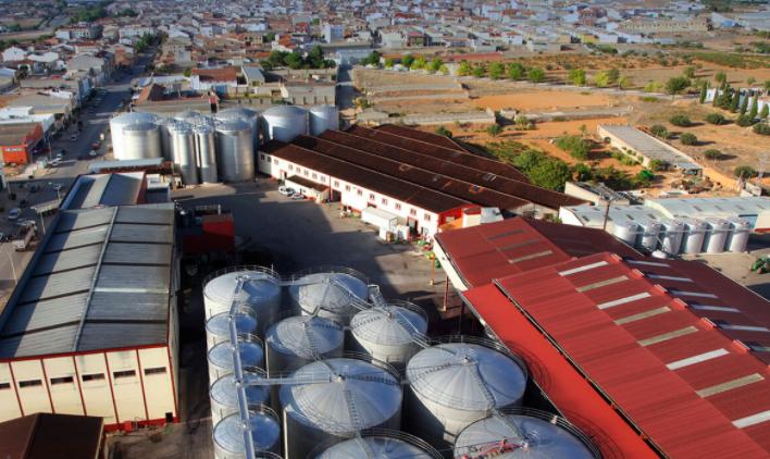 Vista aérea de las instalaciones de BodeVista aérea de las instalaciones de la bodegaga San Isidro de Quintanar