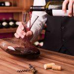 Trucos para decantar un vino en las mejores condiciones